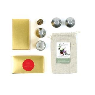 Gouden doosje met theebloemen
